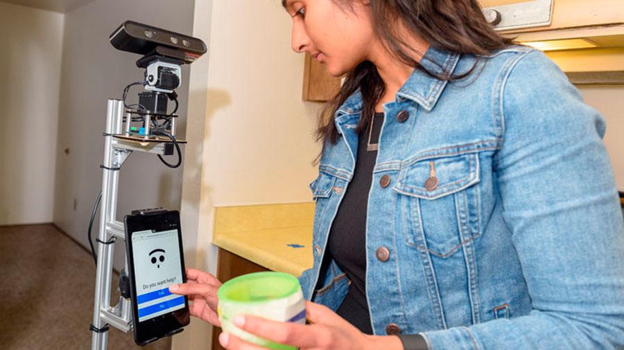 Diseñan un robot para cuidar a personas mayores con demencia y otras limitaciones