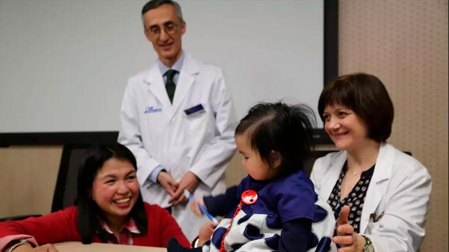 Éxito de nueva terapia en bebé portadora del gen causante de la atrofia muscular espinal