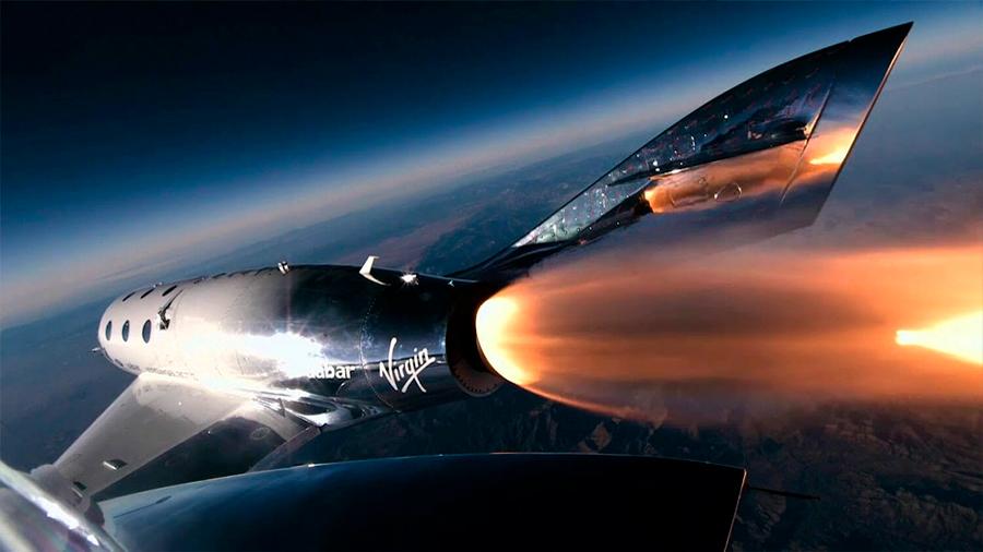 El Virgin Galactic realizó vuelo espacial con su primera pasajera a bordo