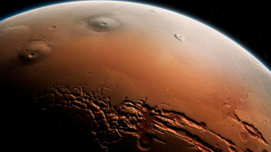 Pruebas de agua subterránea que sale a superficie en cráteres de Marte