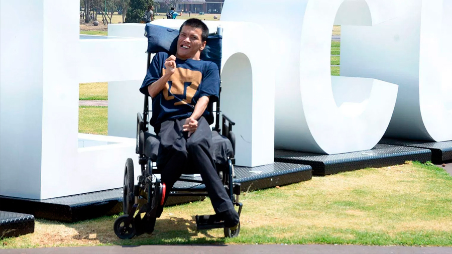 La UNAM integra al primer profesor con discapacidad motriz