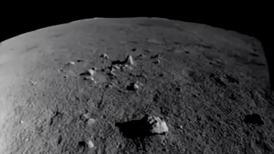 El rover lunar chino Yutu 2 ya recorrió 127 metros por la Luna y envió esta impresionante foto