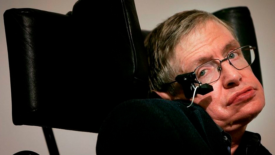 """Stephen Hawking: inhabilitan a la enfermera que cuidó del científico 15 años por no brindarle """"buena atención profesional"""""""