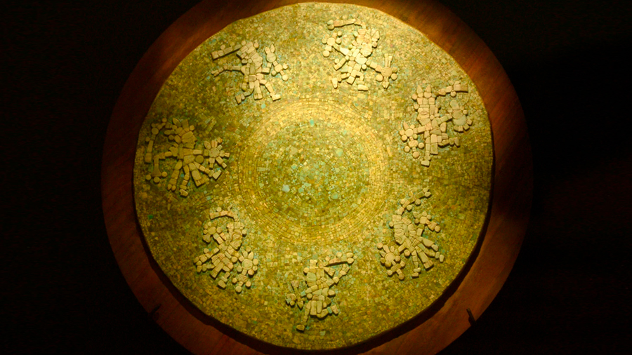 Especialistas restauran disco de turquesa mexica de hace más de 500 años