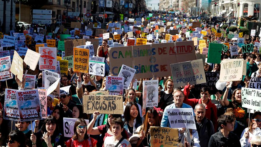 Miles de estudiantes protestan en todo el mundo para secundar la huelga por el clima