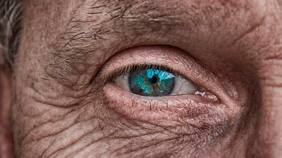 Un nuevo gel adhesivo repara lesiones en el ojo sin cirugía