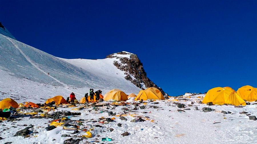 Decenas de cadáveres están apareciendo expuestos en el Everest con el derretimiento de los glaciares