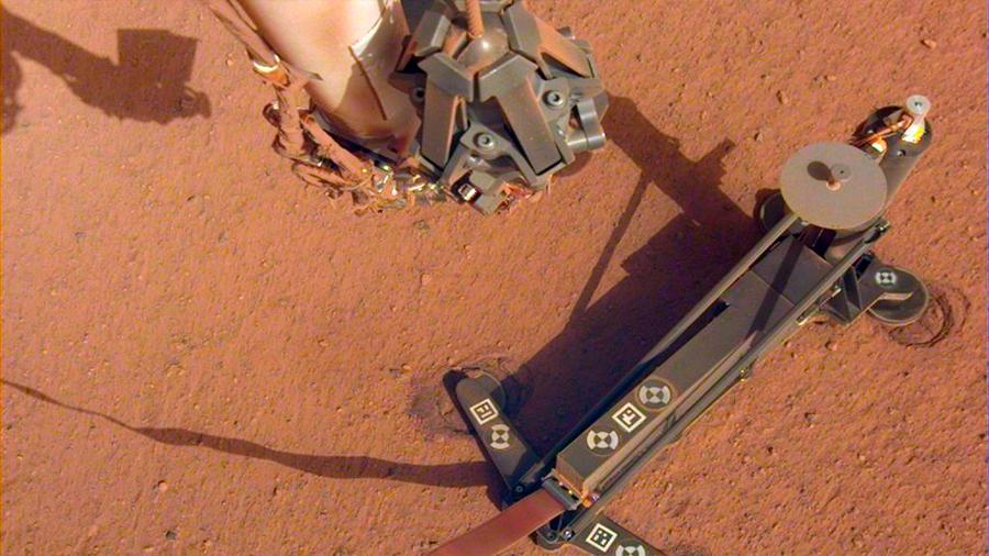 La NASA redobla esfuerzos para desatascar su perforadora en Marte