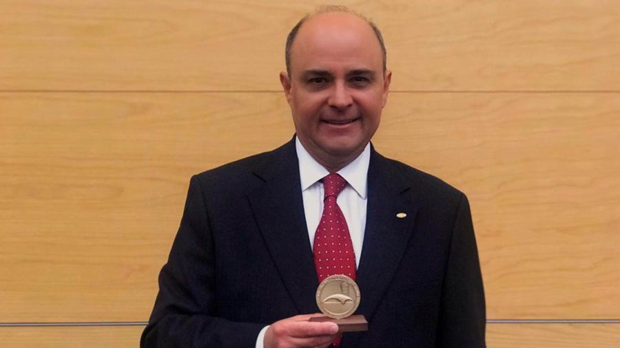 Distingue el Instituto del Concreto de EU a investigador mexicano por sus contribuciones en la materia