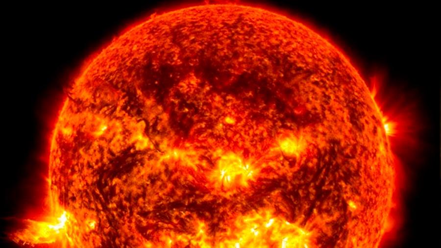 Los iones se mueven más rápido que los átomos en el borde del Sol