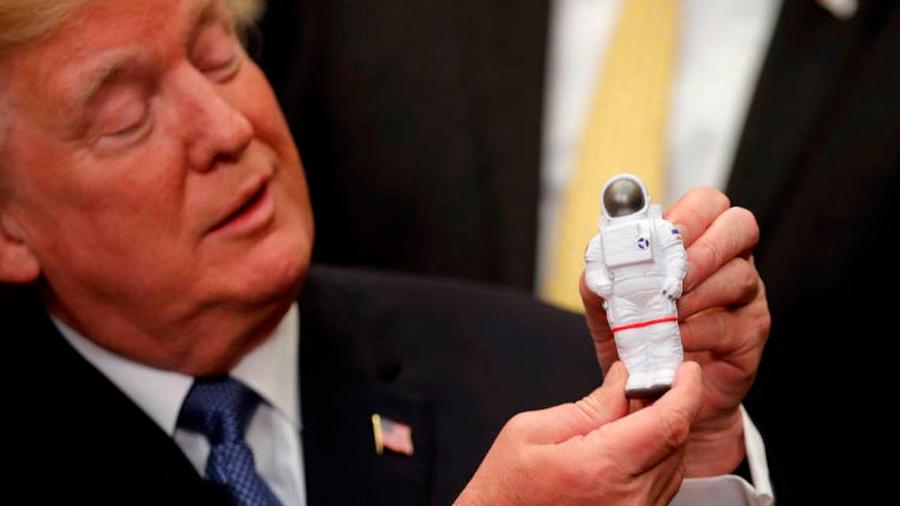 Exige Trump a la NASA enviar astronautas a la Luna en cinco años