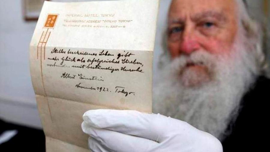 Subastan en EU una carta de Albert Einstein en 135 mil dólares