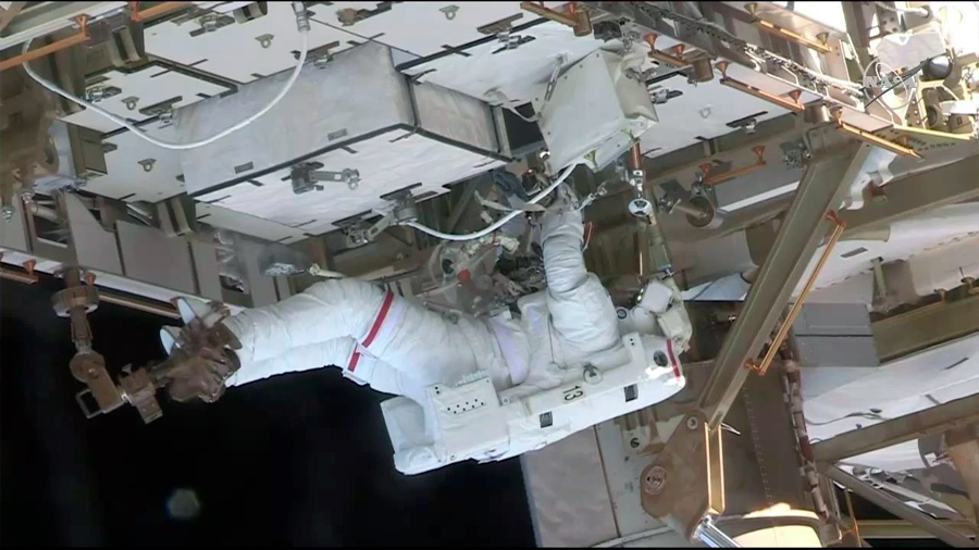 Segunda salida extravehicular para cambiar baterías en la ISS