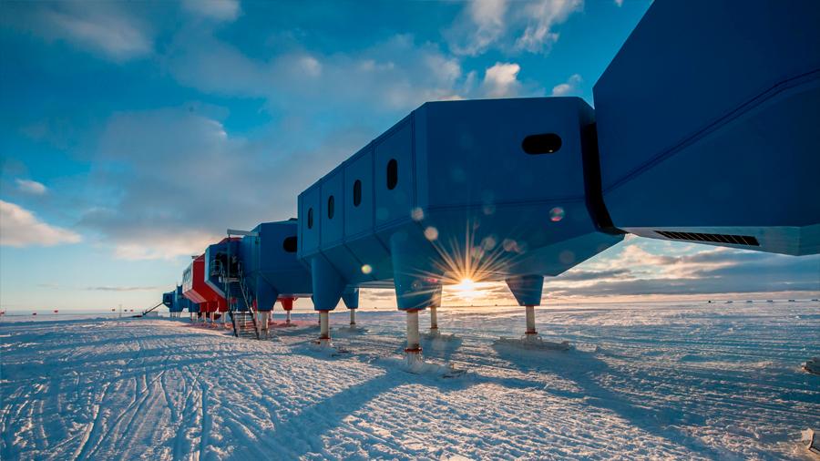 Un enorme iceberg está formándose en la Antártida con una base científica dentro