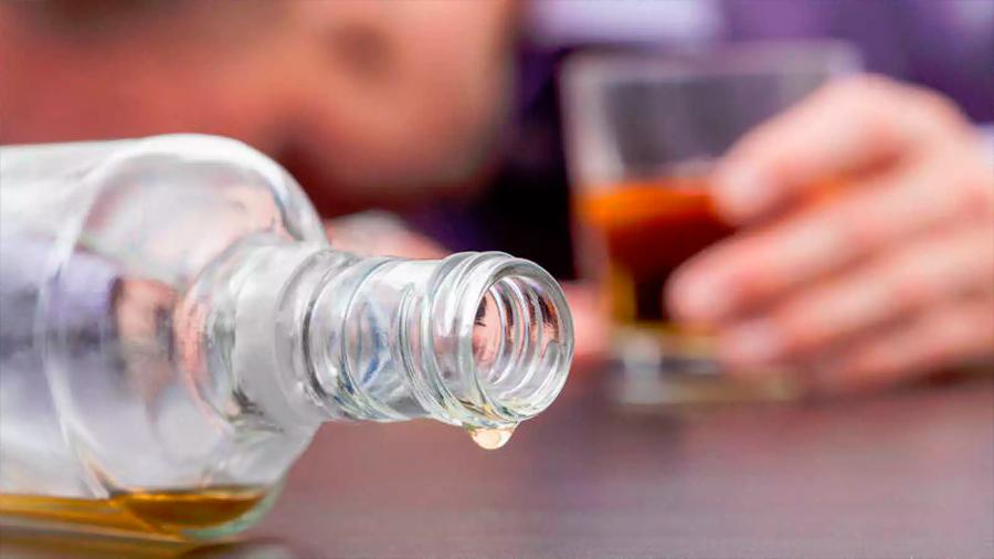 El daño cerebral causado por el alcohol no se detiene al dejar de beber
