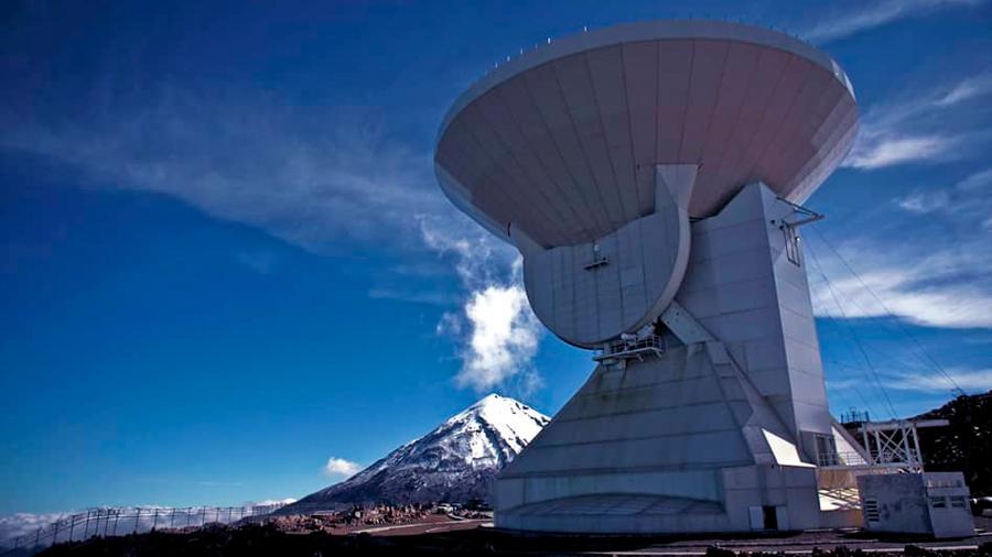 Cómo los científicos combinaron en el Event Horizon Telescope el poder de 8 telescopios para lograr una imagen histórica
