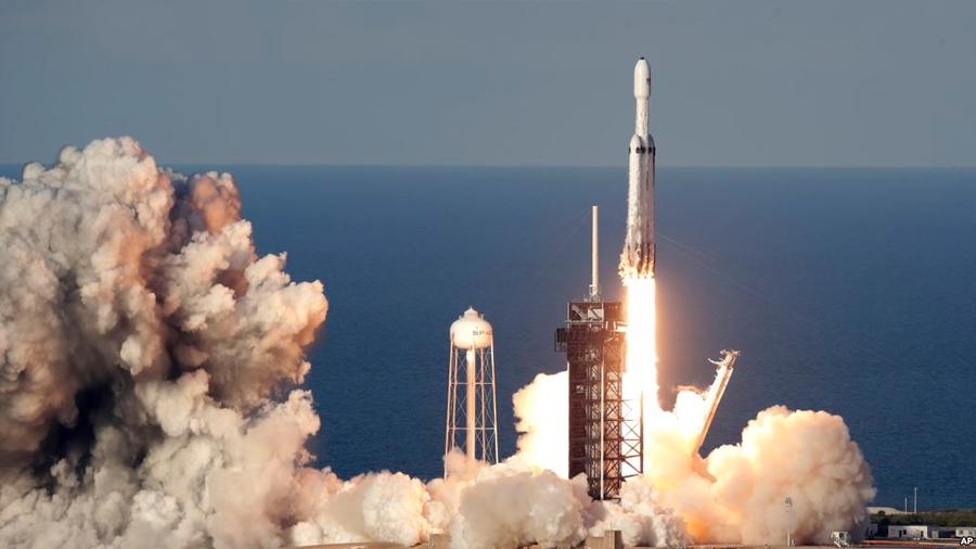 Éxito completo en la primera misión del cohete Falcon Heavy de Space X