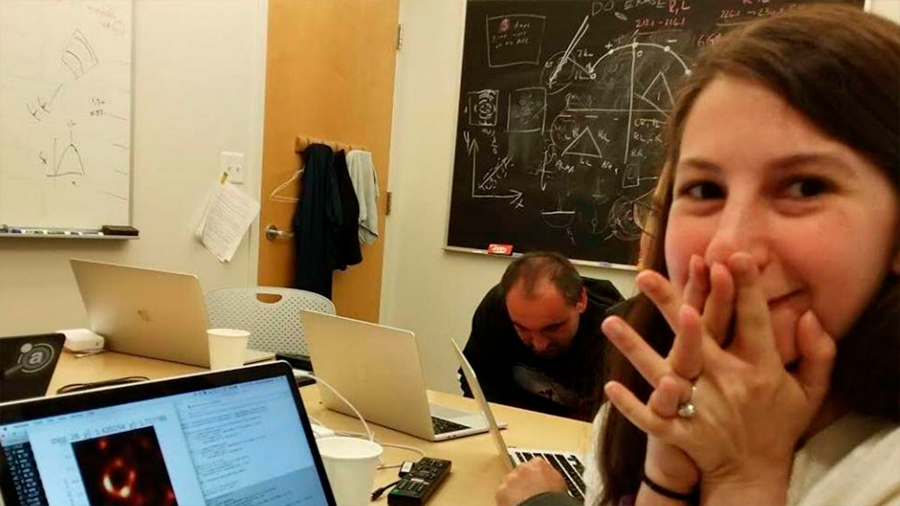 Más de 300 personas han laborado en fotografiar el agujero negro, no sólo lo debemos a Katie Bouman