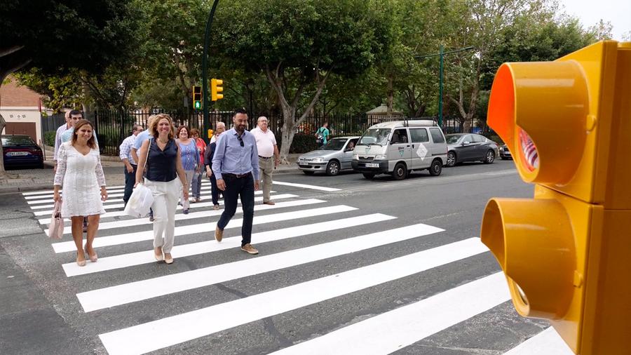 Descubren que peatones cruzan pasos de cebra conforme a un patrón matemático