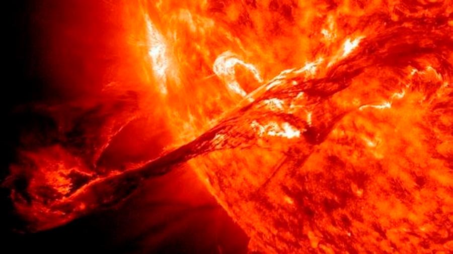 Una 'lluvia' inesperada en el Sol se liga a dos misterios físicos