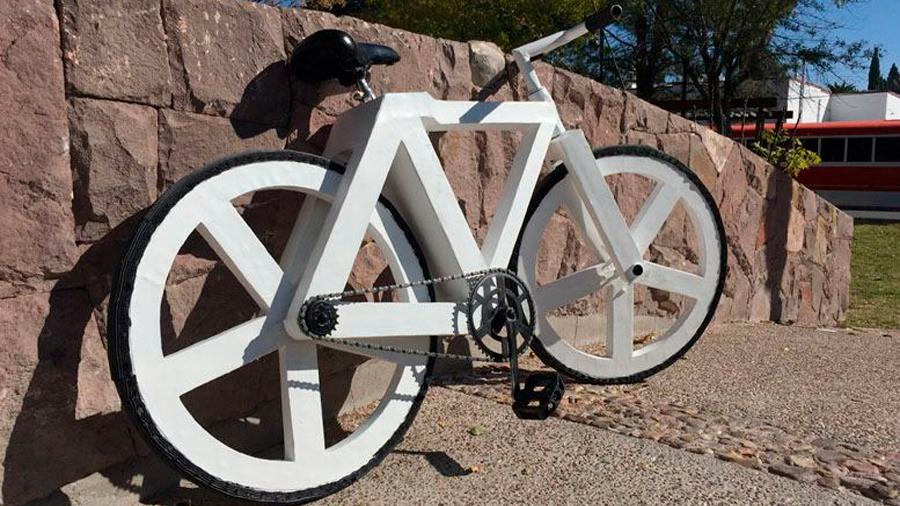 Crea mexicano bicicleta hecha con papel reciclado