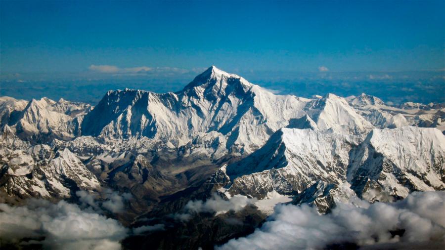 Científicos medirán altura del Everest, ante hipótesis de que se encogió