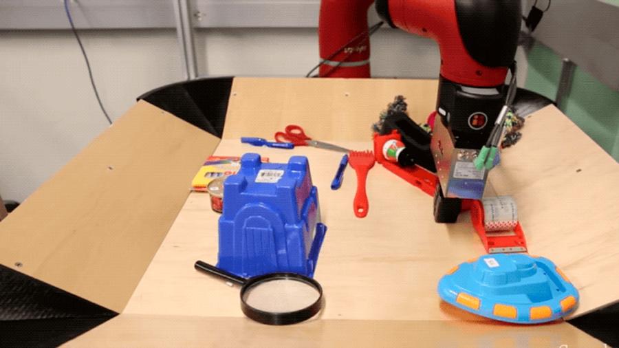 Un robot aprende a usar herramientas mediante observación y experimentación