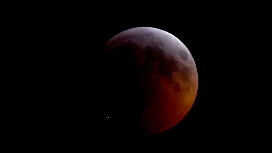 Meteorito impacta la Luna durante eclipse y deja gran cráter