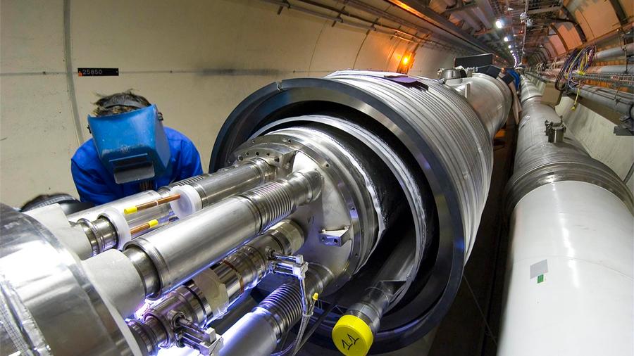 Proveniente del Gran Colisionador de Hadrones, un mexicano crea acelerador de partículas en inocuidad alimentaria