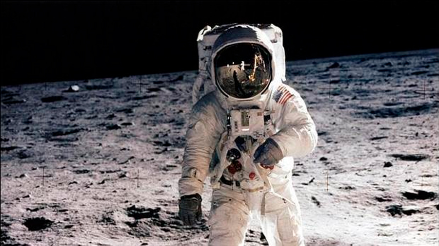 Subastan manual para llegar a la luna; podría valer 9 millones de dólares