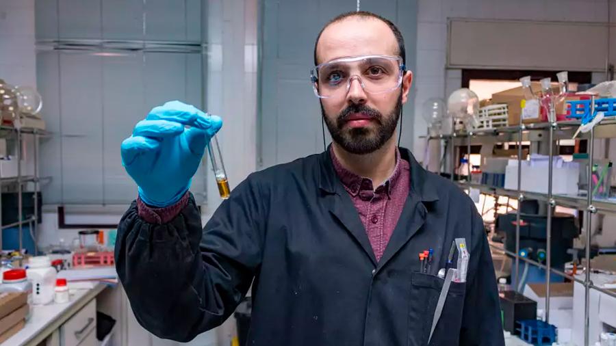 Investigadores de Chile y España crean sensor que cambia de color al detectar toxinas en el agua