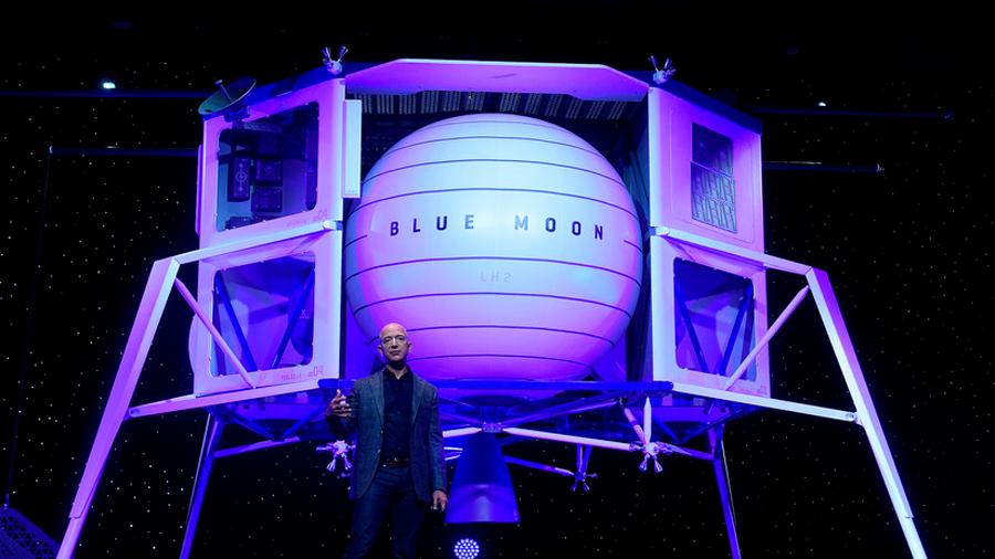 Jeff Bezos anima la carrera espacial privada con un modelo de nave para posarse en la Luna