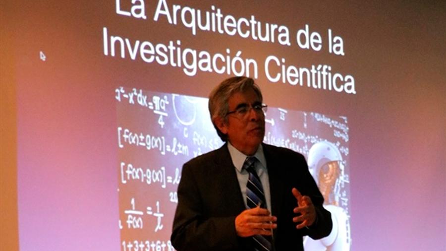 Si México no involucra en CyT a la iniciativa privada, no llegará al 1% del PIB: Raúl Rojas