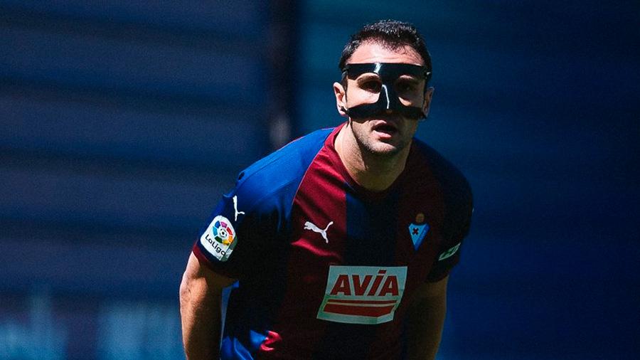 España: investigadores crean eficaz protector facial que permite jugar a futbolista con nariz fracturada