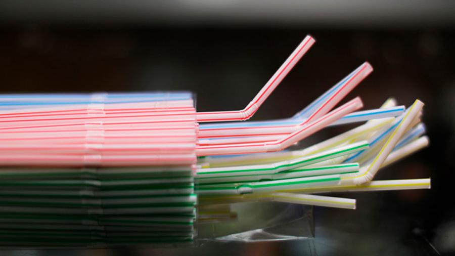 Unión Europea prohibirá a partir de 2021 los plásticos de un solo uso: Incluye entre ellos platos, bombillas y cubiertos