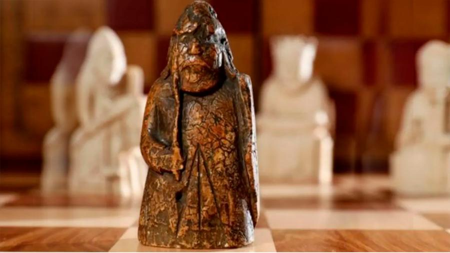 Una familia compró una pieza de ajedrez medieval en 5 euros descubrió que vale un millón