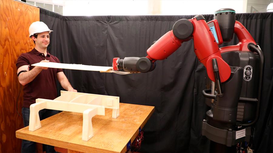Robot del MIT estudia los músculos humanos para aprender a trabajar