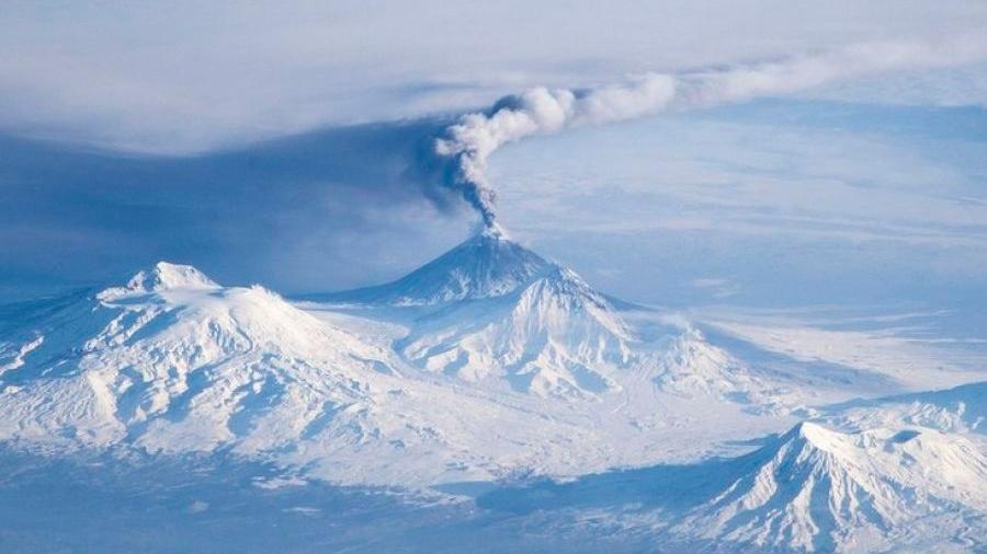 """Volcán ruso que se creía extinto ahora hace temer a los científicos por una explosión """"similar"""" a la del Vesubio"""