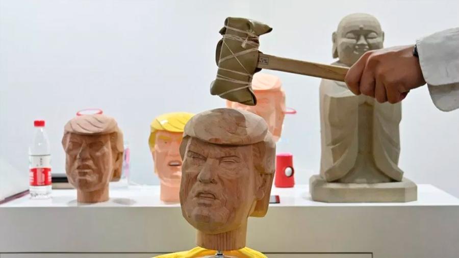 Presentan dispositivo para aliviar el estrés golpeando a Donald Trump