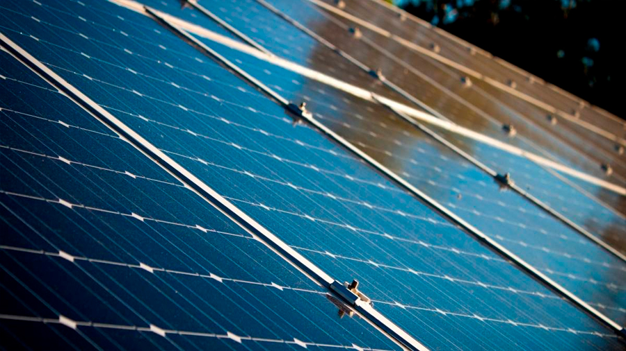 Descubren el principal defecto que reduce gravemente el desempeño de paneles de energía solar