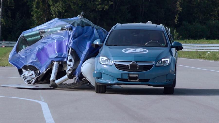 Desarrollan un airbag externo para coches que se anticipa a los accidentes