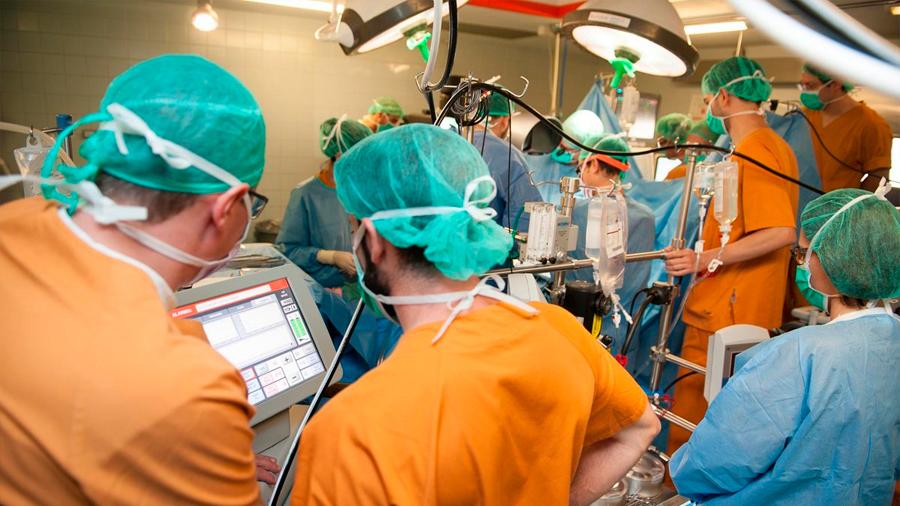 España: implantan un corazón artificial total, el segundo con éxito en el país