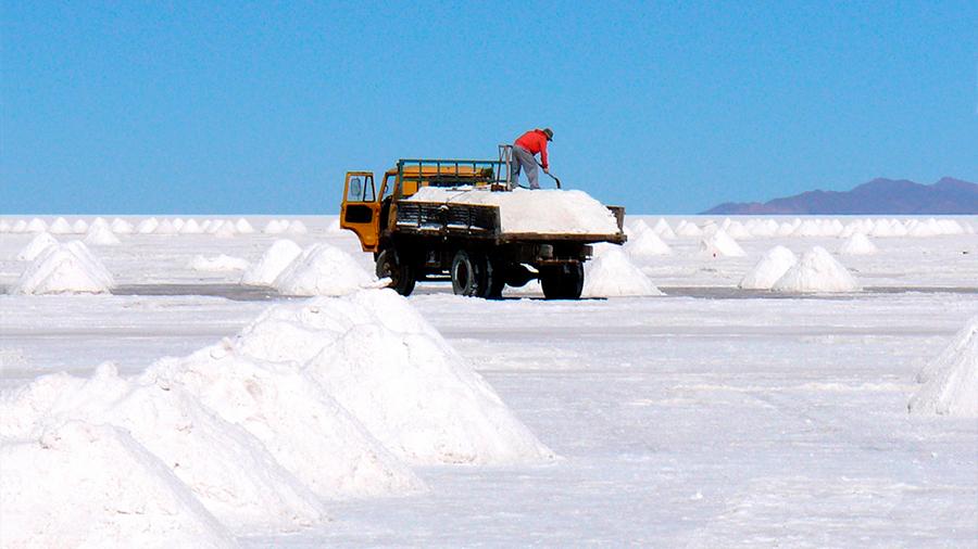"""El triángulo del litio: lo que enfrentan Argentina, Bolivia y Chile ante la """"maldición de los recursos naturales"""""""