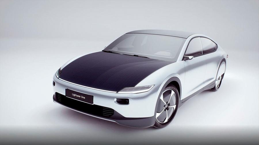 El primer coche solar ve la luz: no usa combustibles fósiles y tiene más de 700 kms de autonomía