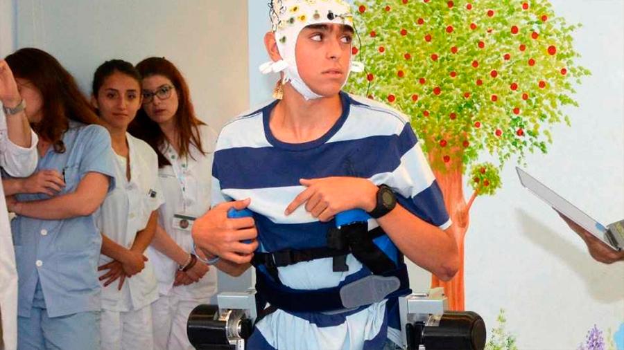 Exoesqueleto permite moverse a niños con parálisis cerebral con las órdenes del cerebro