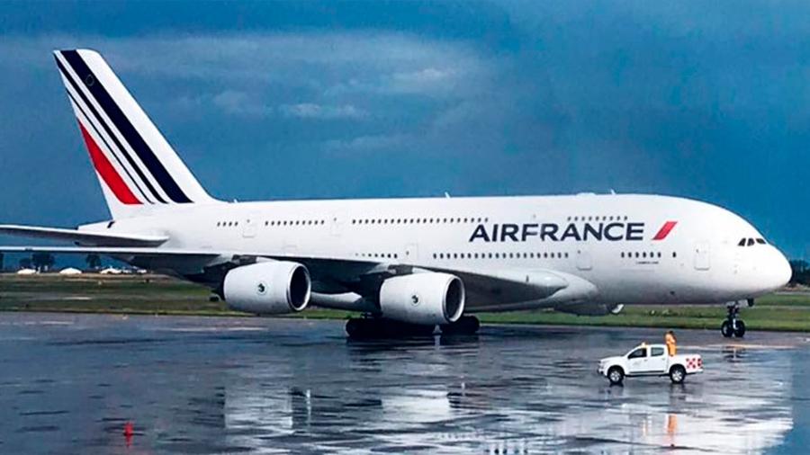 """Francia pondrá impuesto """"verde"""" a boletos de avión"""