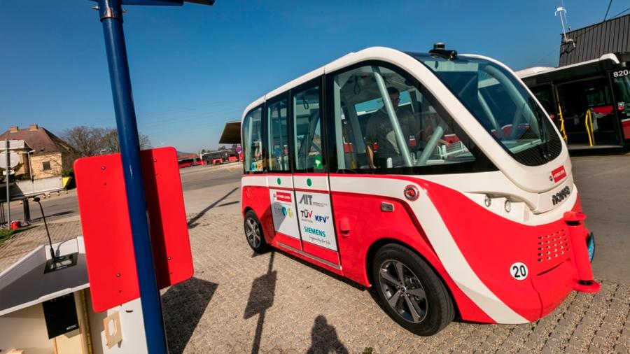 Autobús no tripulado en pruebas atropella a peatón en Viena y obliga a detener ensayos