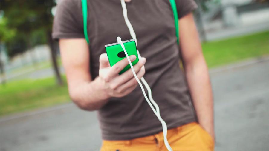 Científicos aseguran que, al caminar, la rodilla produce energía necesaria para dispositivos portátiles