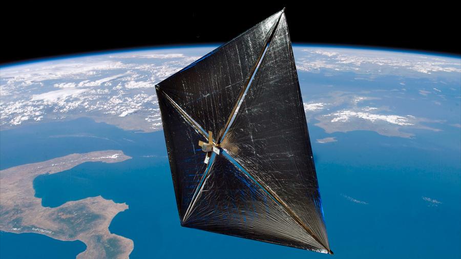Primer satélite fotónico despliega con éxito su vela solar