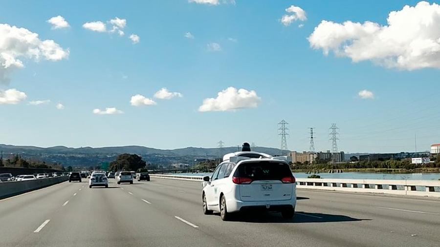 Google entrenó sus vehículos autónomos con algoritmos evolutivos